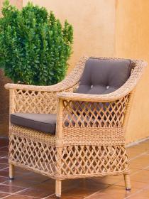 Кресло с подушками